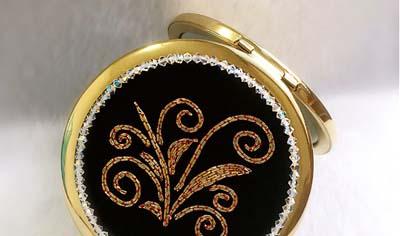 盘金绣小镜子